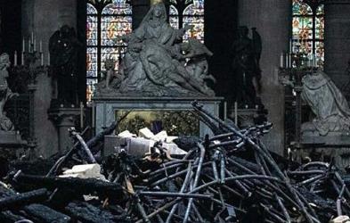Paris'in 850 Yıllık Tarihi Yandı